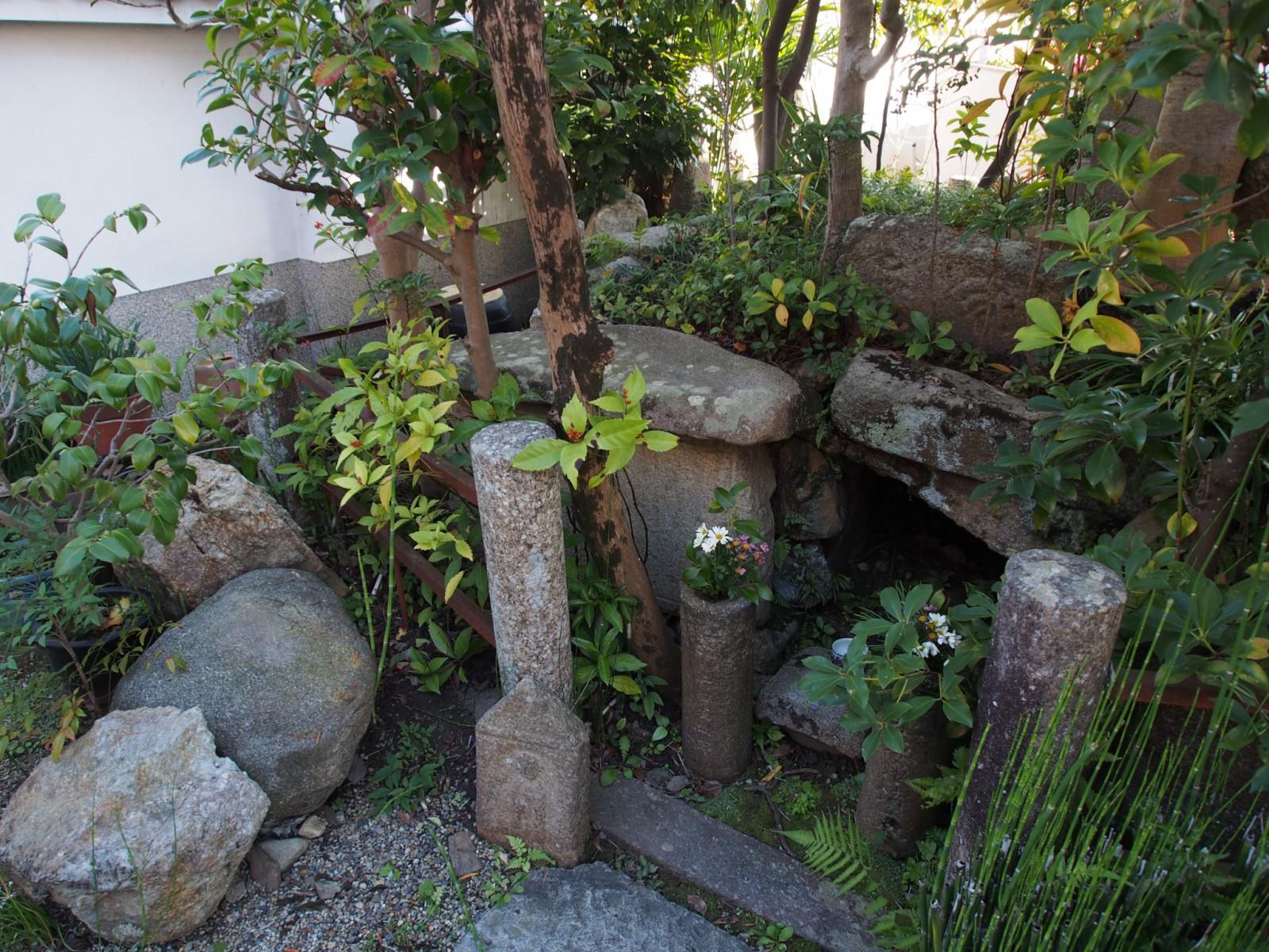 魚養塚(十輪院)