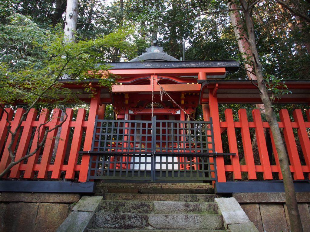 夜支布山口神社の本殿