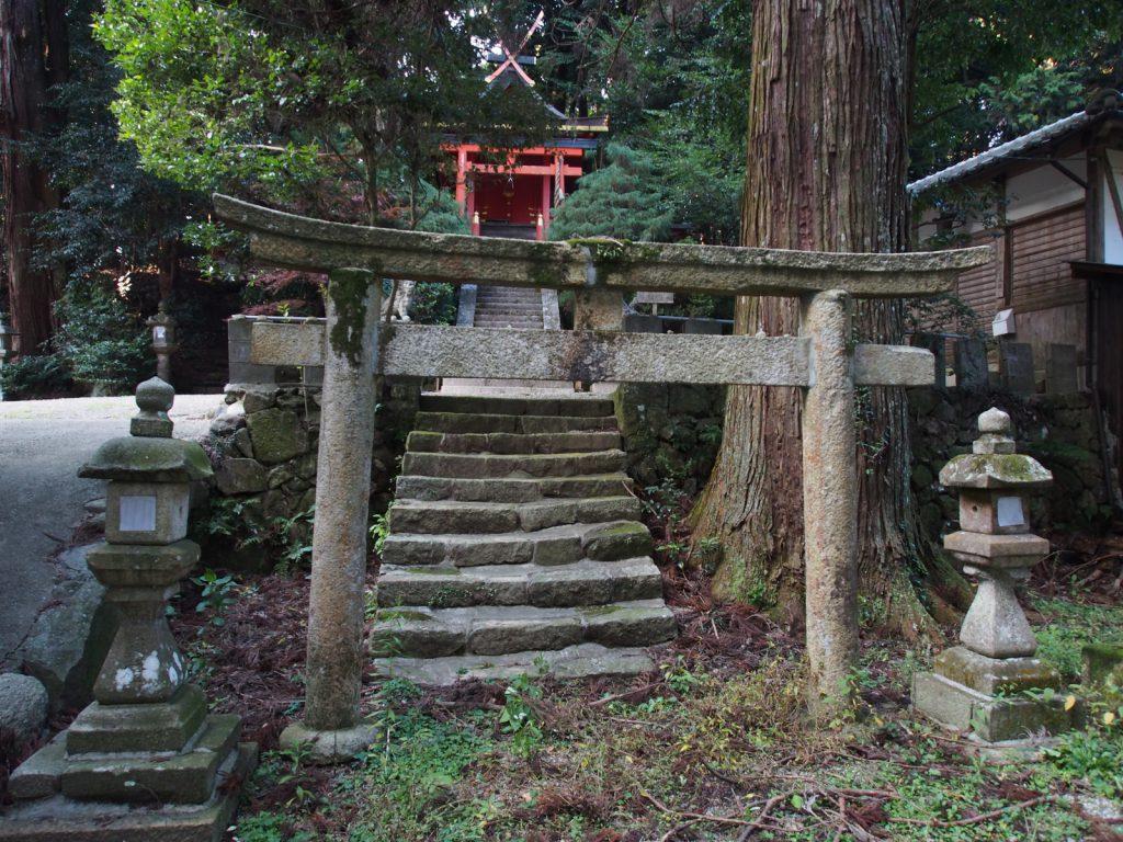 夜支布山口神社摂社立磐神社の鳥居