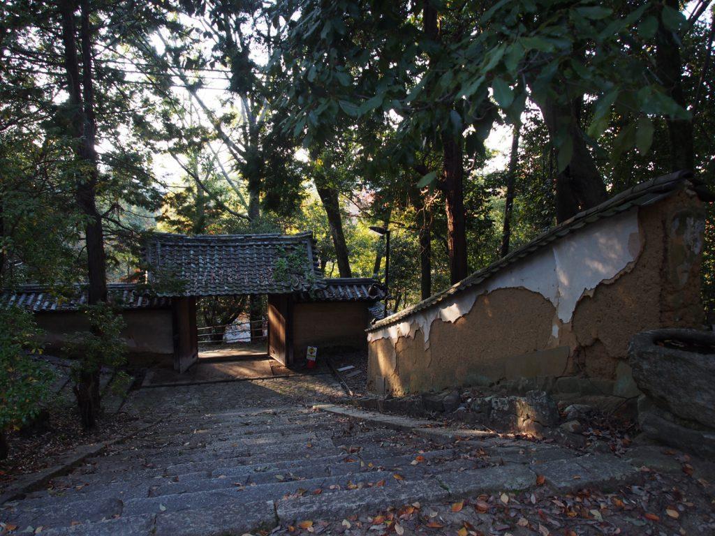【東大寺知足院】「文使い地蔵」で有名な山中の隠れ寺