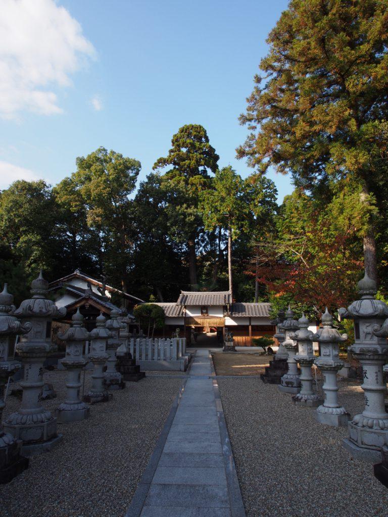山上八幡神社の参道