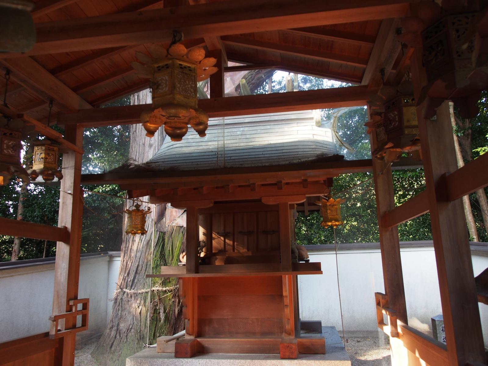 山上八幡神社の本殿