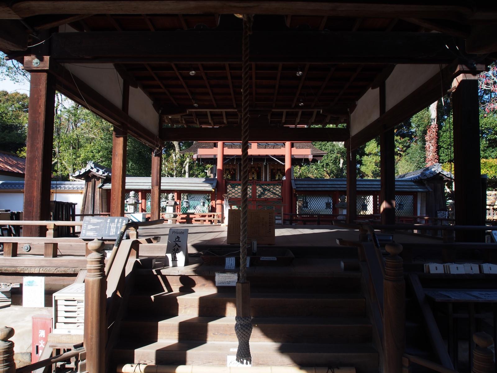 氷室神社の舞殿(拝殿)