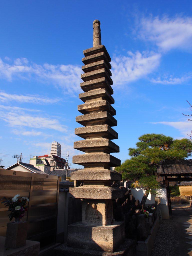 西方寺の十三重石塔