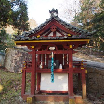 【弁才天神社(東大寺)】三月堂近くの美しい池のほとりに鎮座する神社