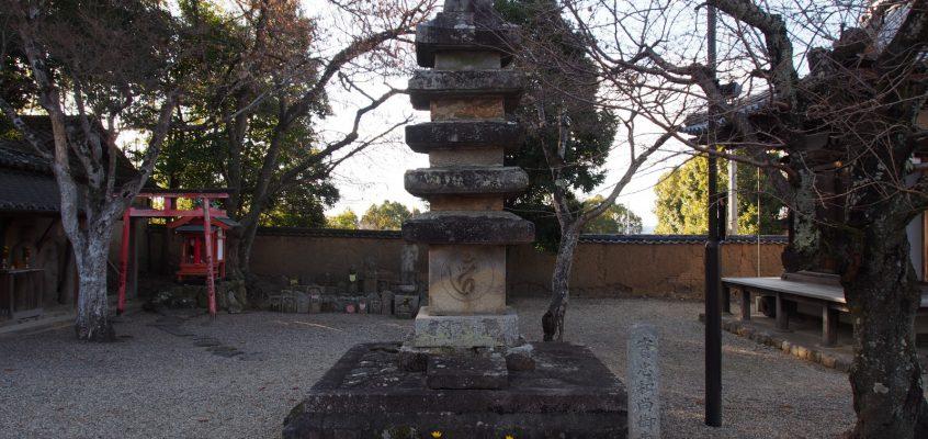 【実忠和尚御歯塔】「修二会」創始者の「歯」を埋めた塚と伝わる石塔