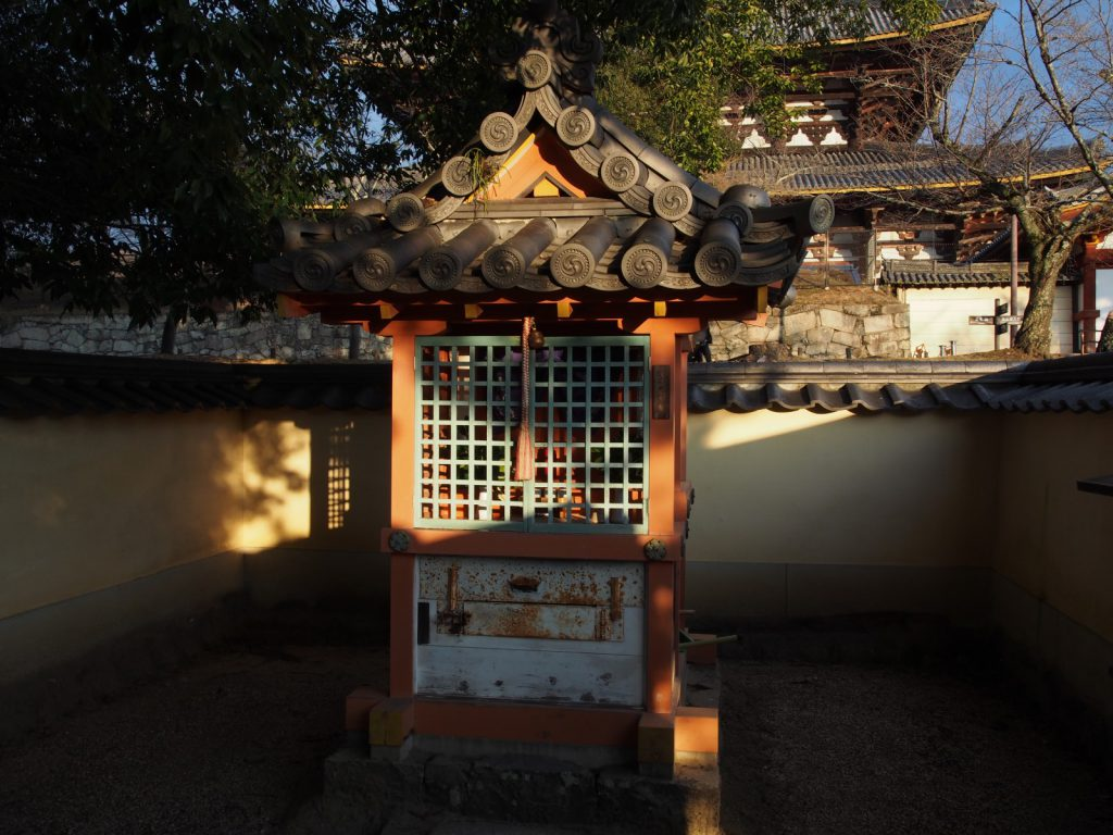 子安神社(東大寺)の本殿
