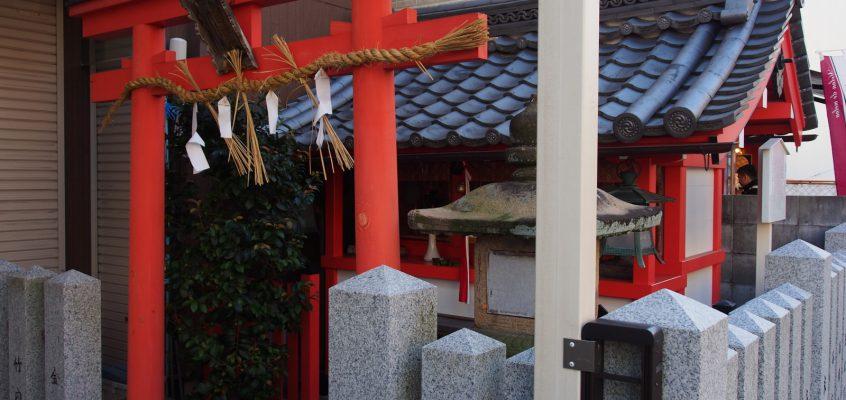 【月日神社】奈良のメインストリート沿いに建つごく小さな神社