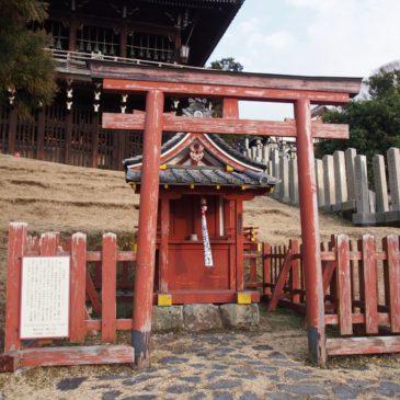 【興成神社】「良弁杉」のすぐ近くにある二月堂鎮守神の一つ