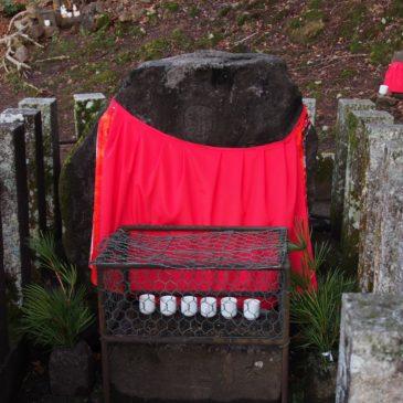 【まんなおし地蔵尊(東大寺)】二月堂の裏手に位置する「間」を治すお地蔵さま