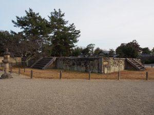 【西大寺東塔跡】創建期からの歴史を受け継ぐ五重塔の基壇跡