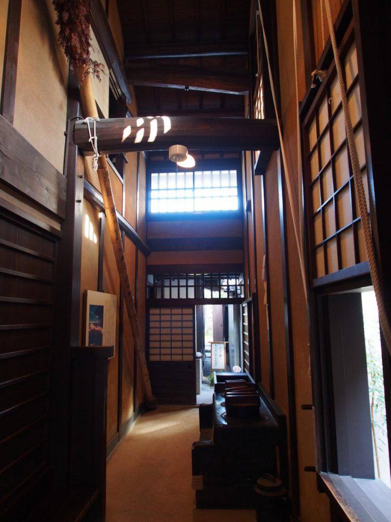 奈良町格子の家「通り庭」