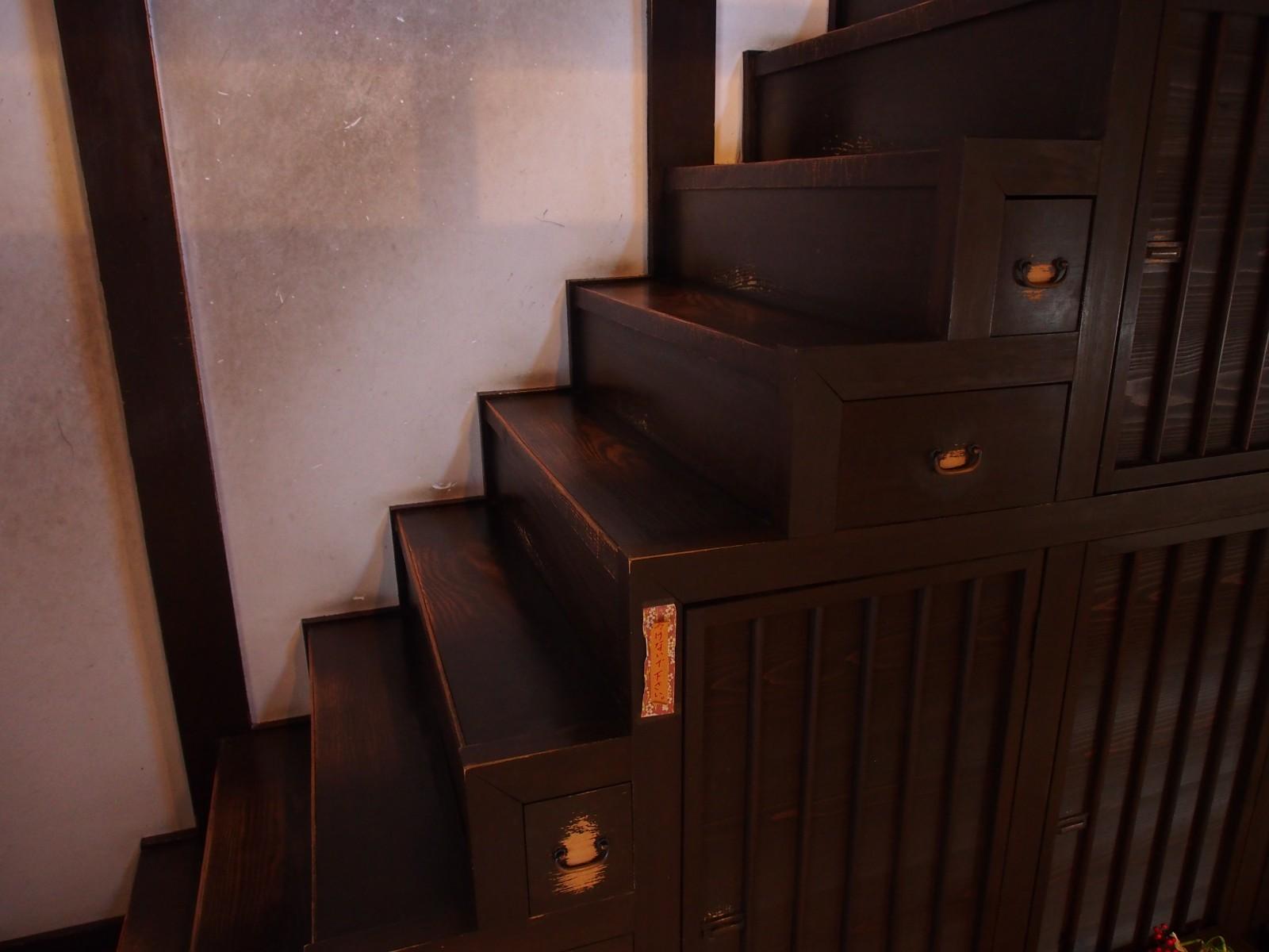 奈良町格子の家「箱階段」