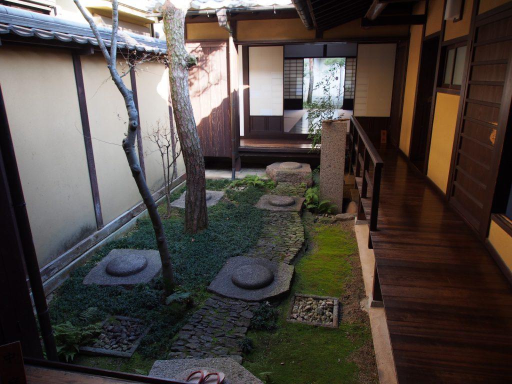 奈良町格子の家「中庭」