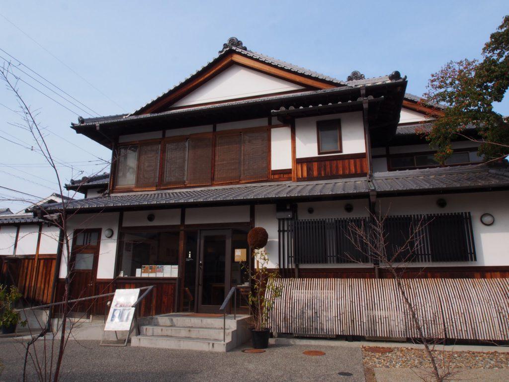 【奈良町南観光案内所(鹿の舟)】カフェ・食堂も設けられた「ならまち」南側の拠点
