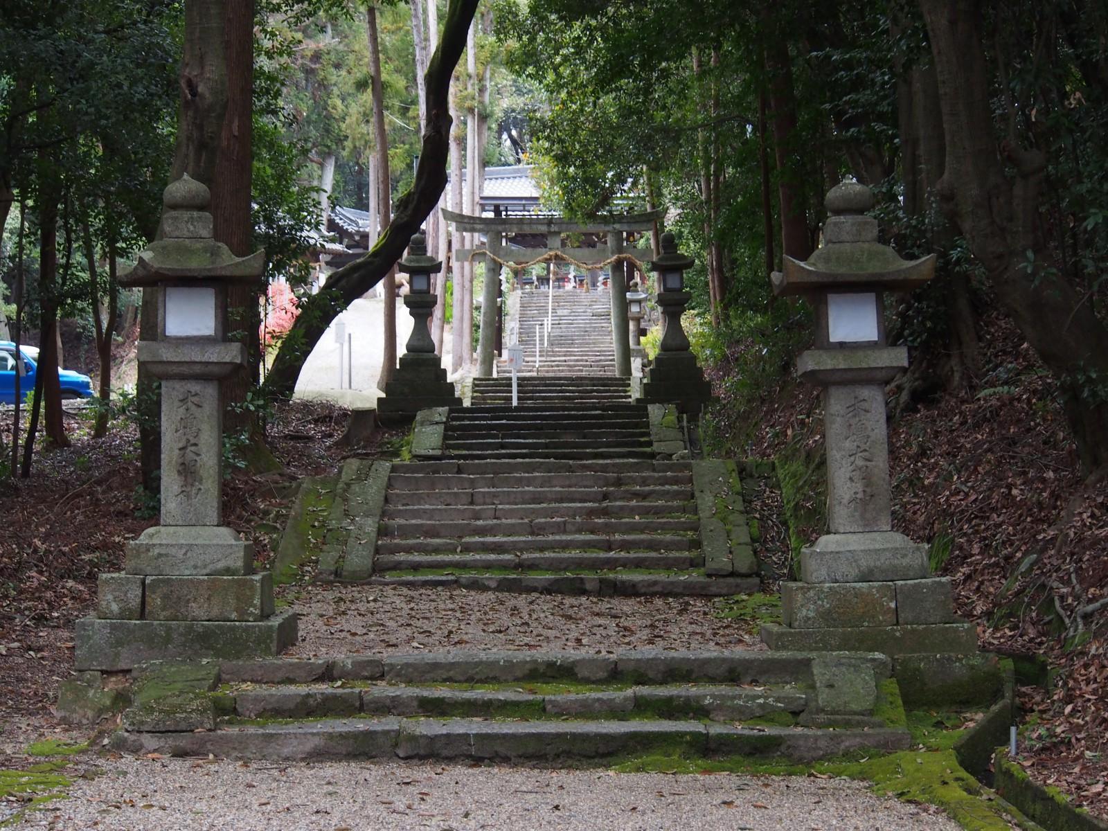 登弥神社参道