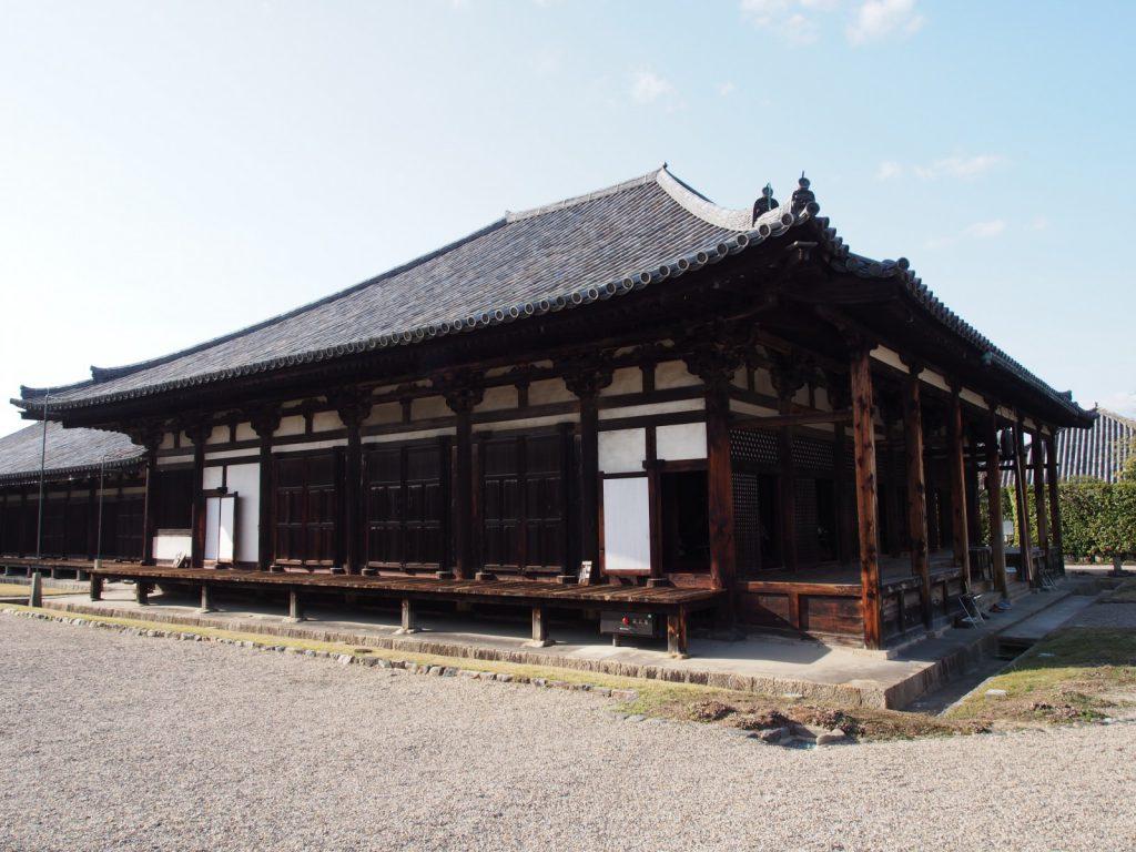 南側から望む元興寺本堂