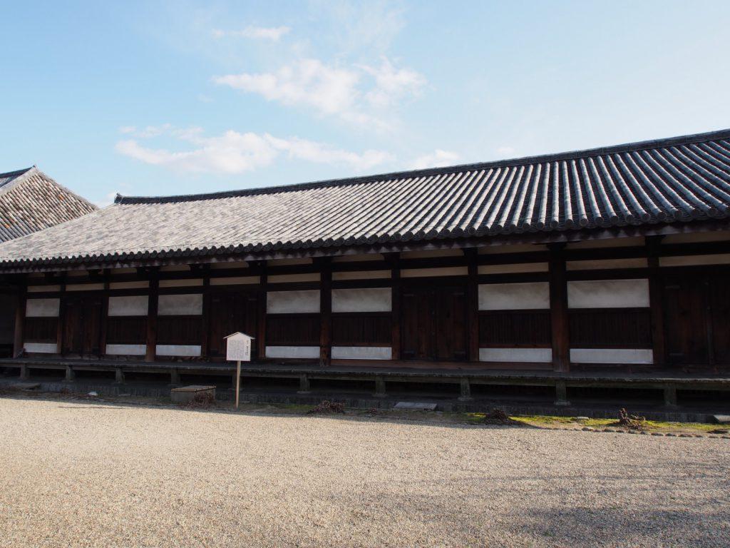 北側から望む元興寺禅室