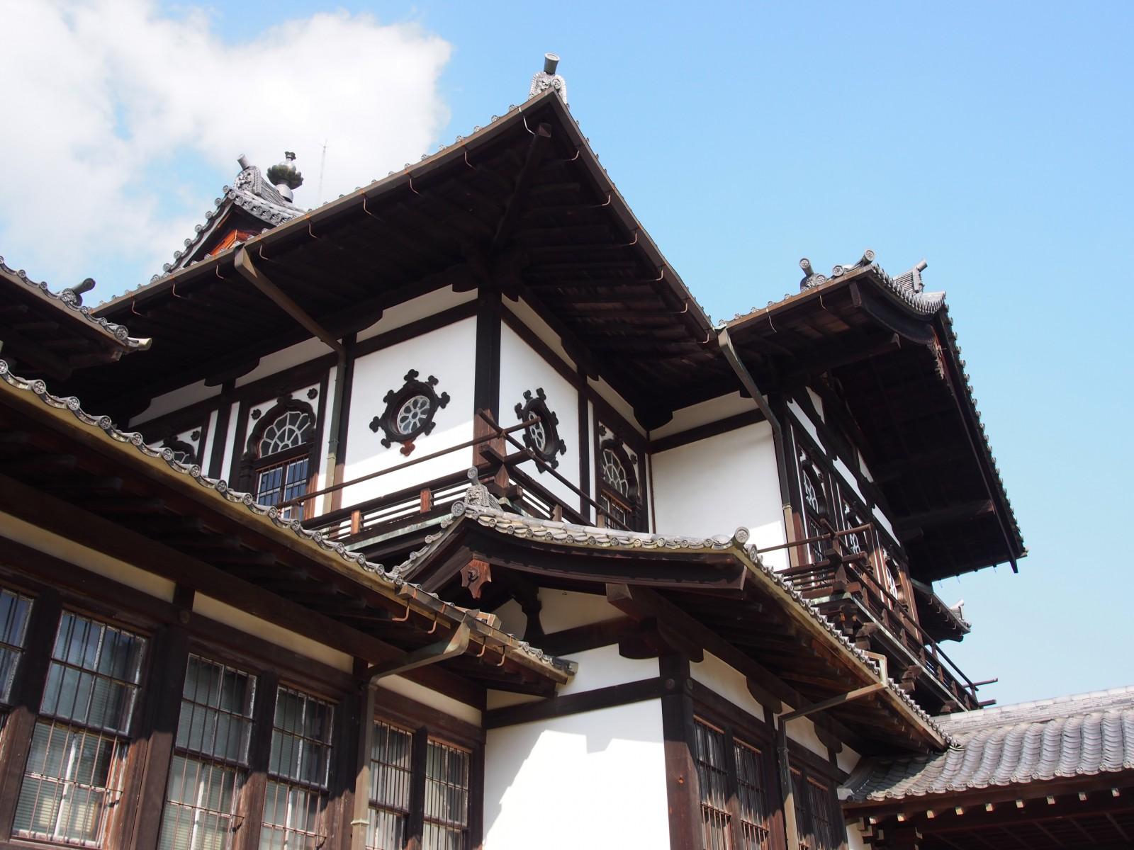 旧奈良県物産陳列所「中央楼」