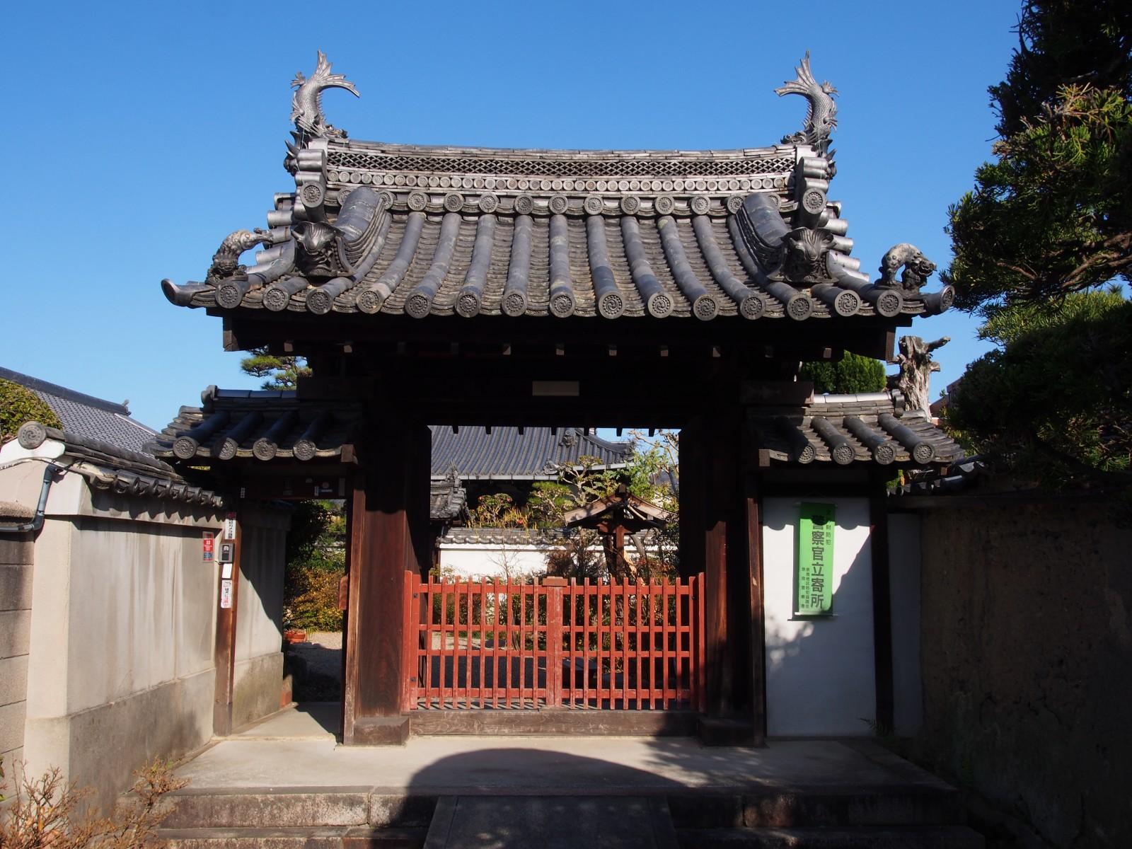 璉珹寺の山門