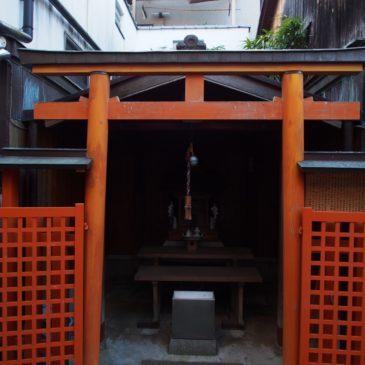 【八王子四之室神社】かつての巨大な花街「元林院」の町並みに溶け込む小さな神社