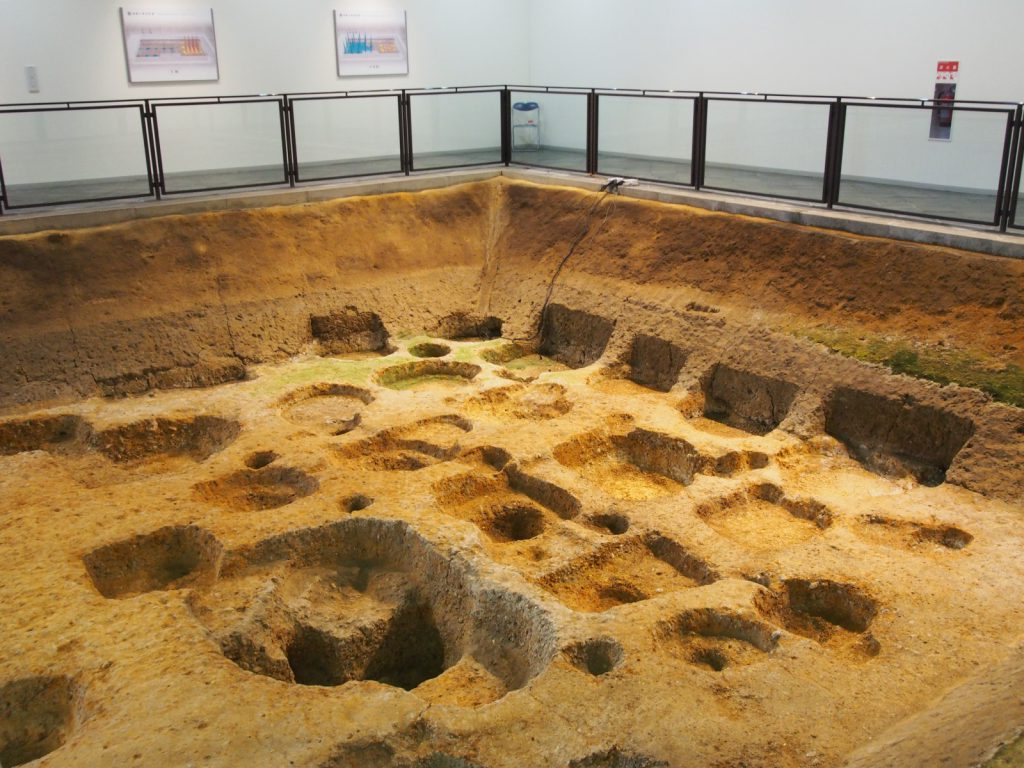 遺構展示館「掘立柱建物」