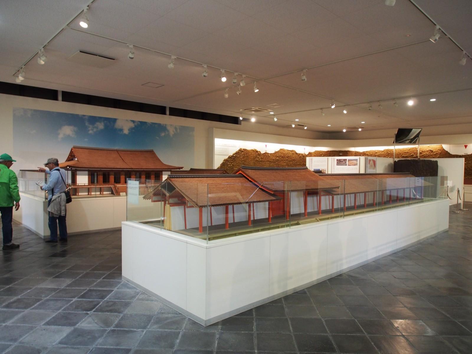 平城宮内裏正殿復元模型