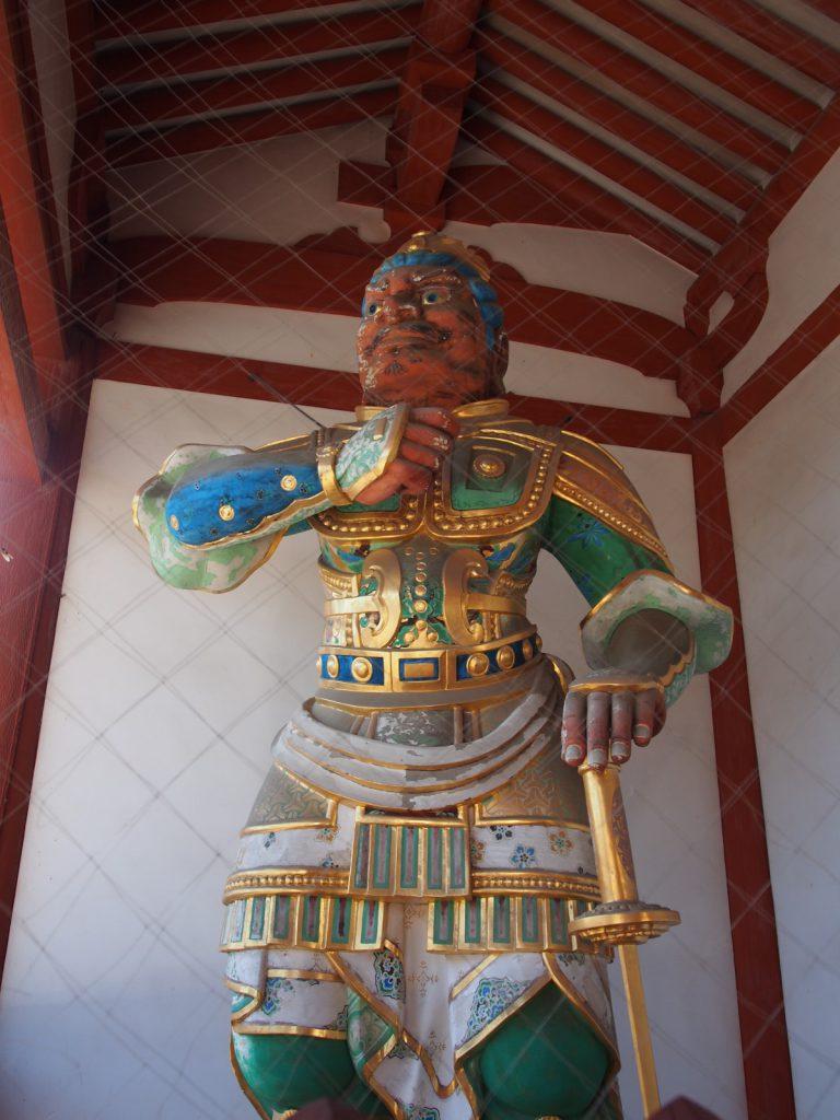 薬師寺中門の二天王像(西側)
