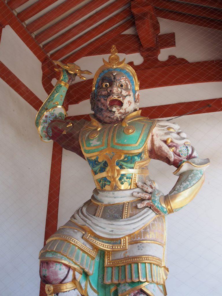 薬師寺中門の二天王像(東側)