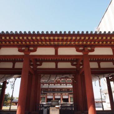 【薬師寺中門】大変華やかな「二天王像」の存在も印象的な重厚な山門