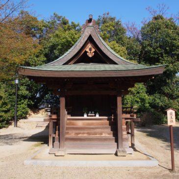 【龍王社(薬師寺)】大津皇子ゆかりの神社は境内の南東端にひっそりと佇む
