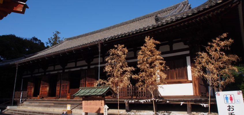 【薬師寺東院堂】東塔と同じく「国宝」に指定されたお堂には美麗な白鳳仏が安置される