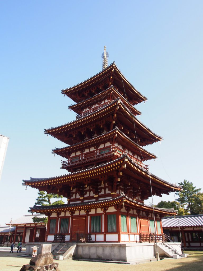 【薬師寺西塔】創建時からの「東塔」と並び立つ昭和期に再建された華やかな仏塔