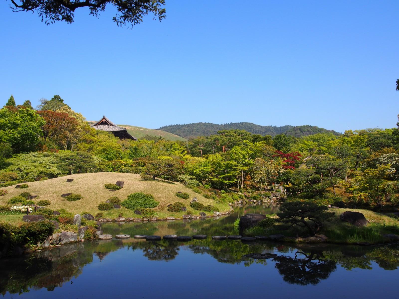 借景が美しい依水園「後園」の風景
