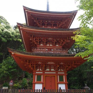 【霊山寺三重塔】鎌倉時代から残される美しい朱色の塔は山中にひっそりと佇む