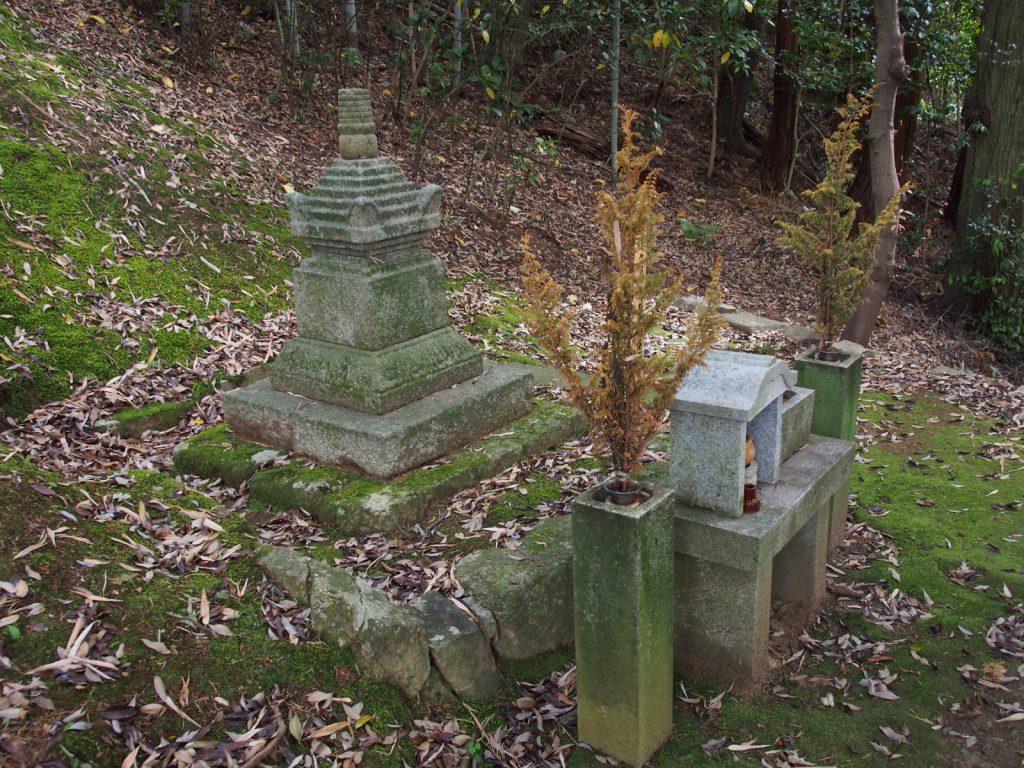 菩提僊那供養塔(霊山寺)