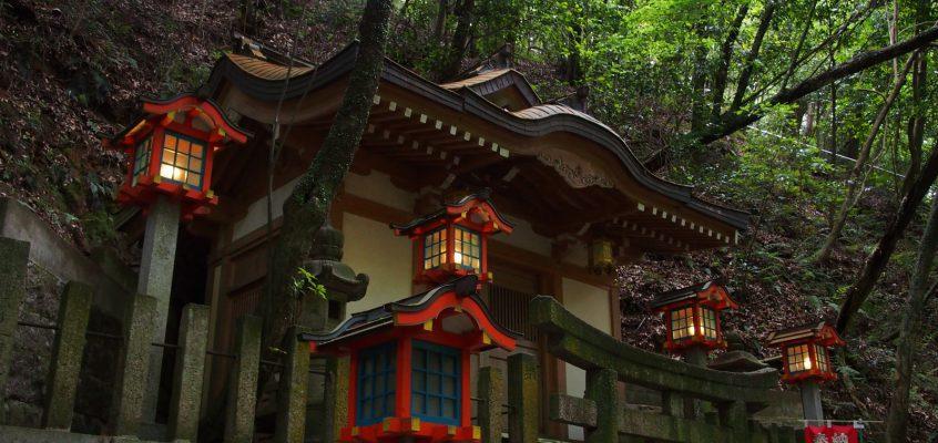 【霊山寺奥の院】長い山道を進んだ先の谷筋に静かにお祀りされる「霊山寺の守護神」