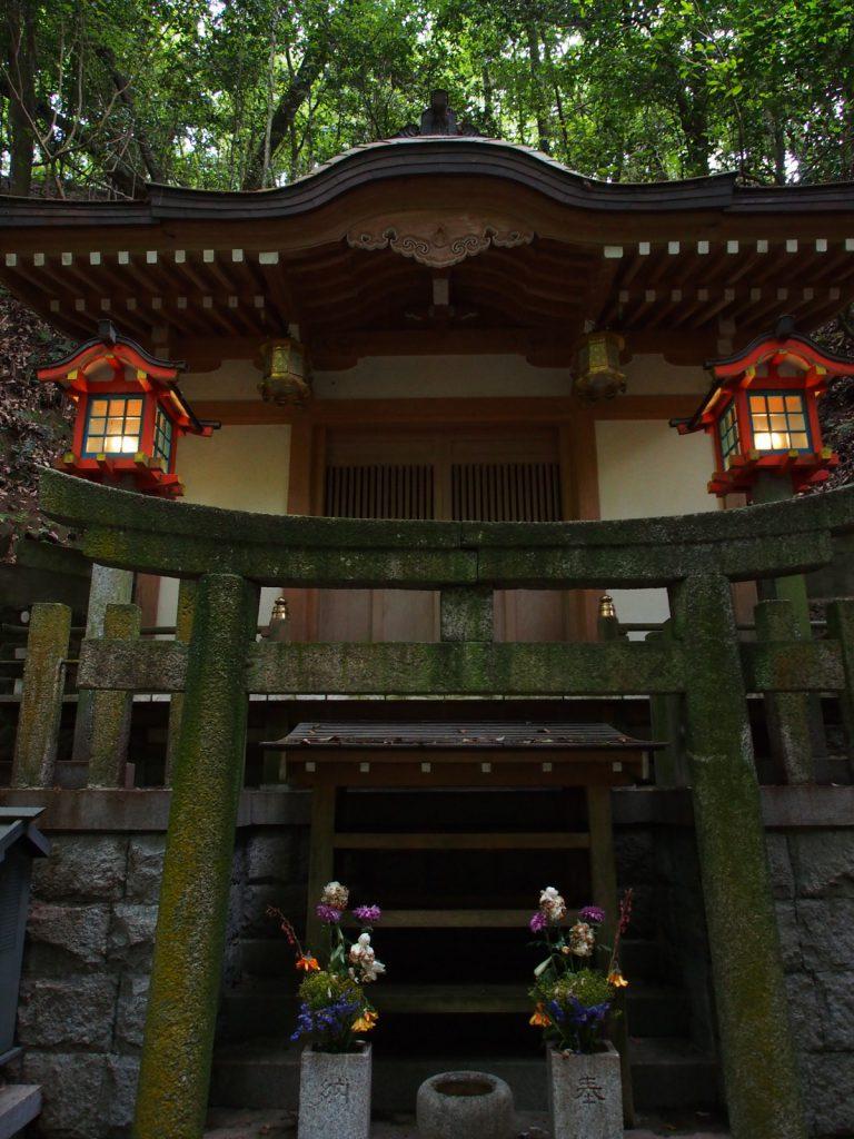 霊山寺「奥の院」