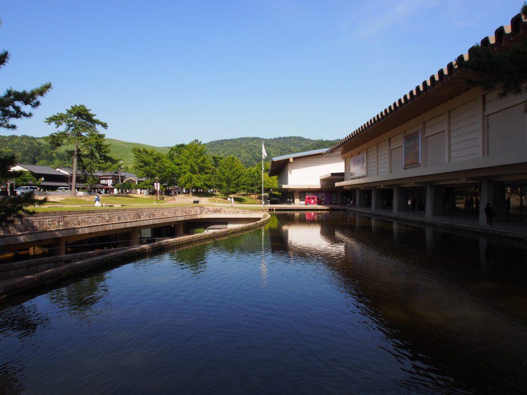 奈良国立博物館東新館・西新館前の風景