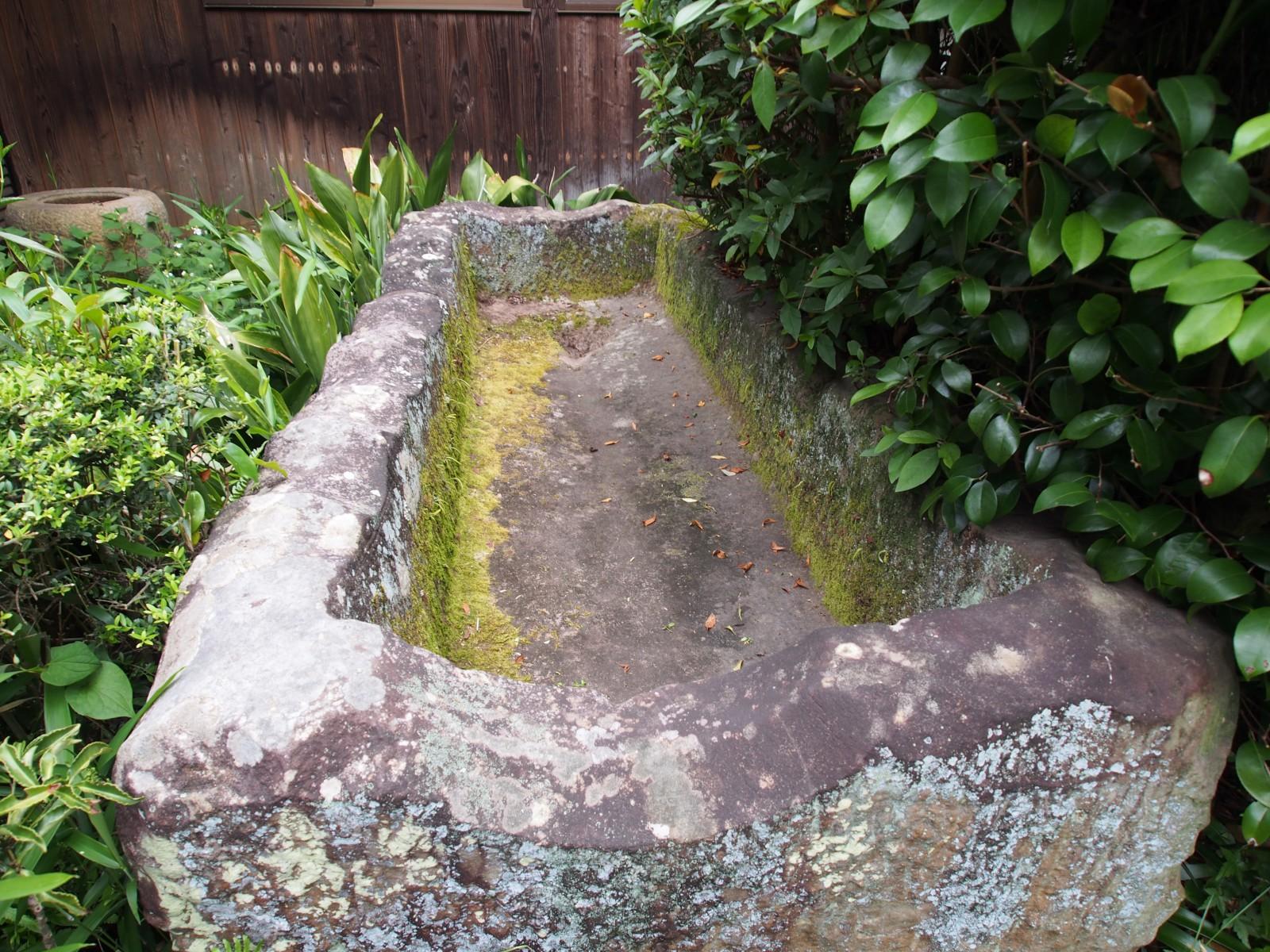 不退寺の「石棺」