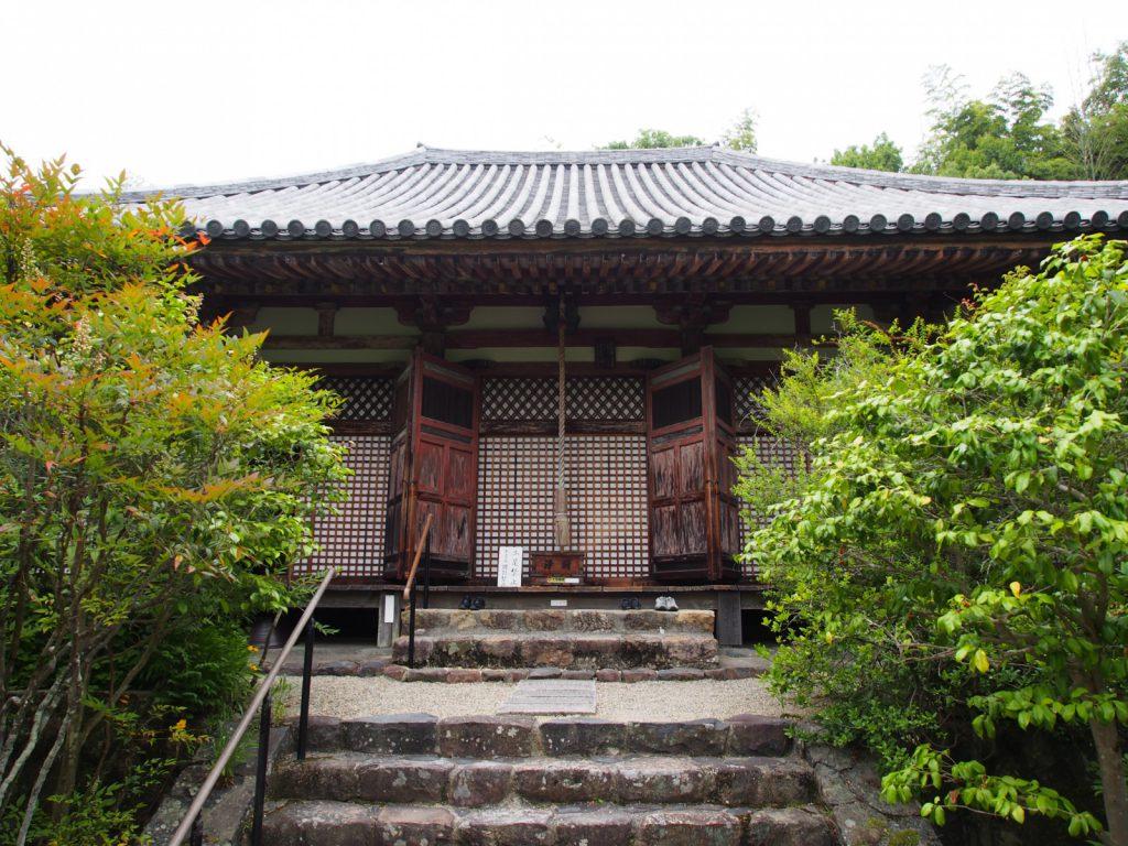 【不退寺本堂】美麗な「聖観音菩薩立像」などが安置される格子が美しい小さなお堂