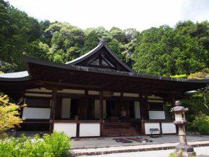 【円成寺本堂】本尊阿弥陀如来を安置する室町時代の建物は内陣の美しさでも知られる