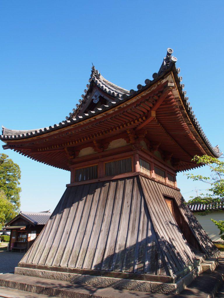 【法華寺鐘楼堂】美麗な「袴腰」が特徴の鐘楼建築