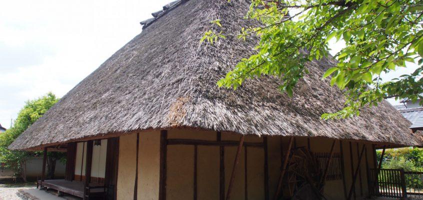 【光月亭(法華寺)】お寺の敷地内にある重厚な「茅葺き屋根」の建築