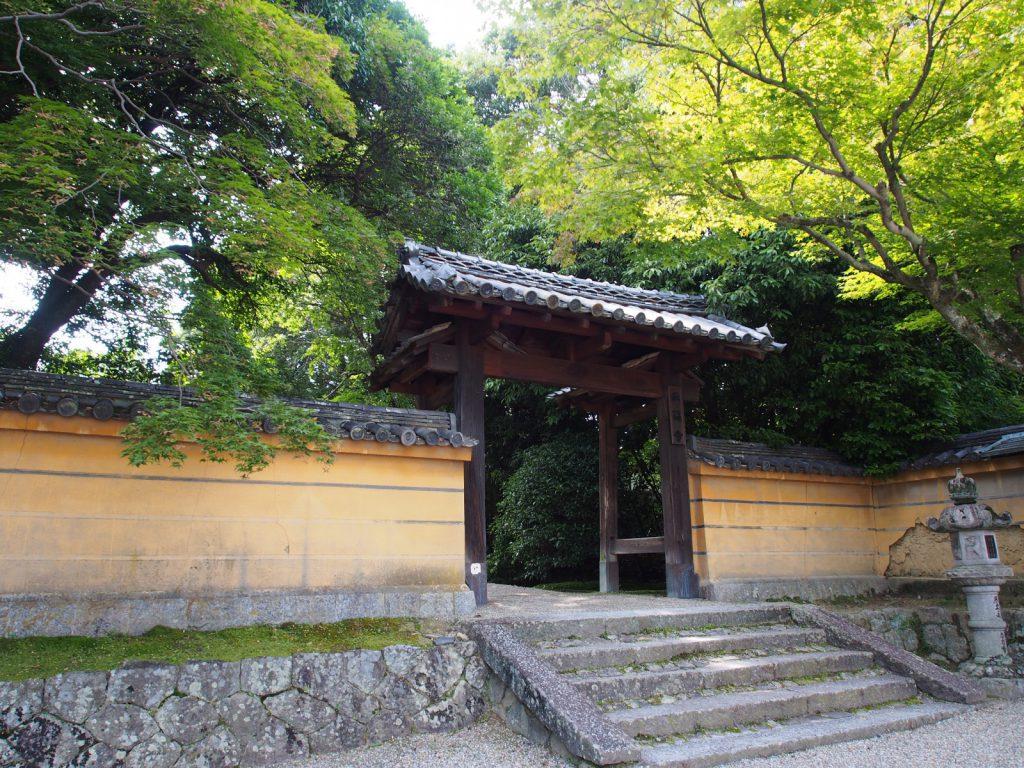 秋篠寺「東門」