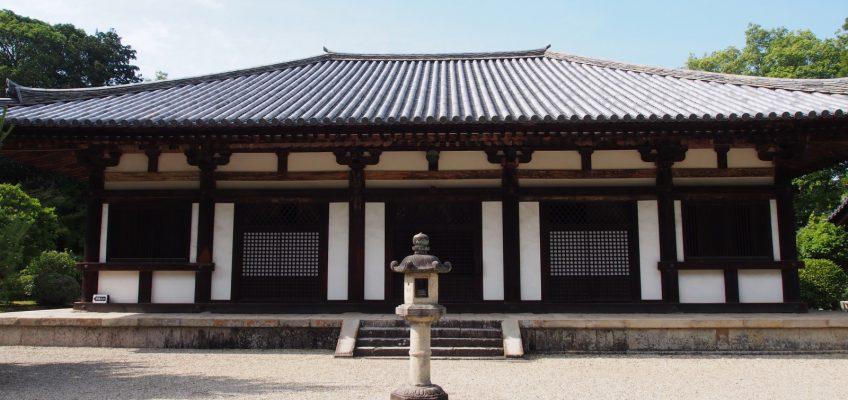【秋篠寺】「伎芸天」などで有名な寺院は苔むした樹林の風景 ...