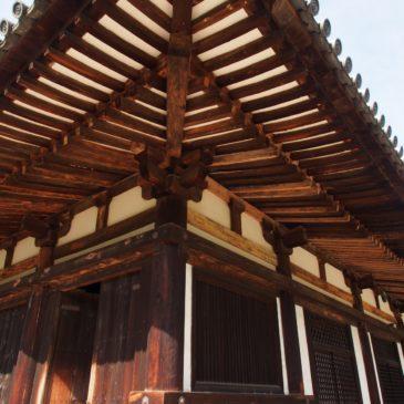 【秋篠寺本堂】鎌倉時代の美麗な国宝建築の内部には「伎芸天」等の仏さまが多数祀られる