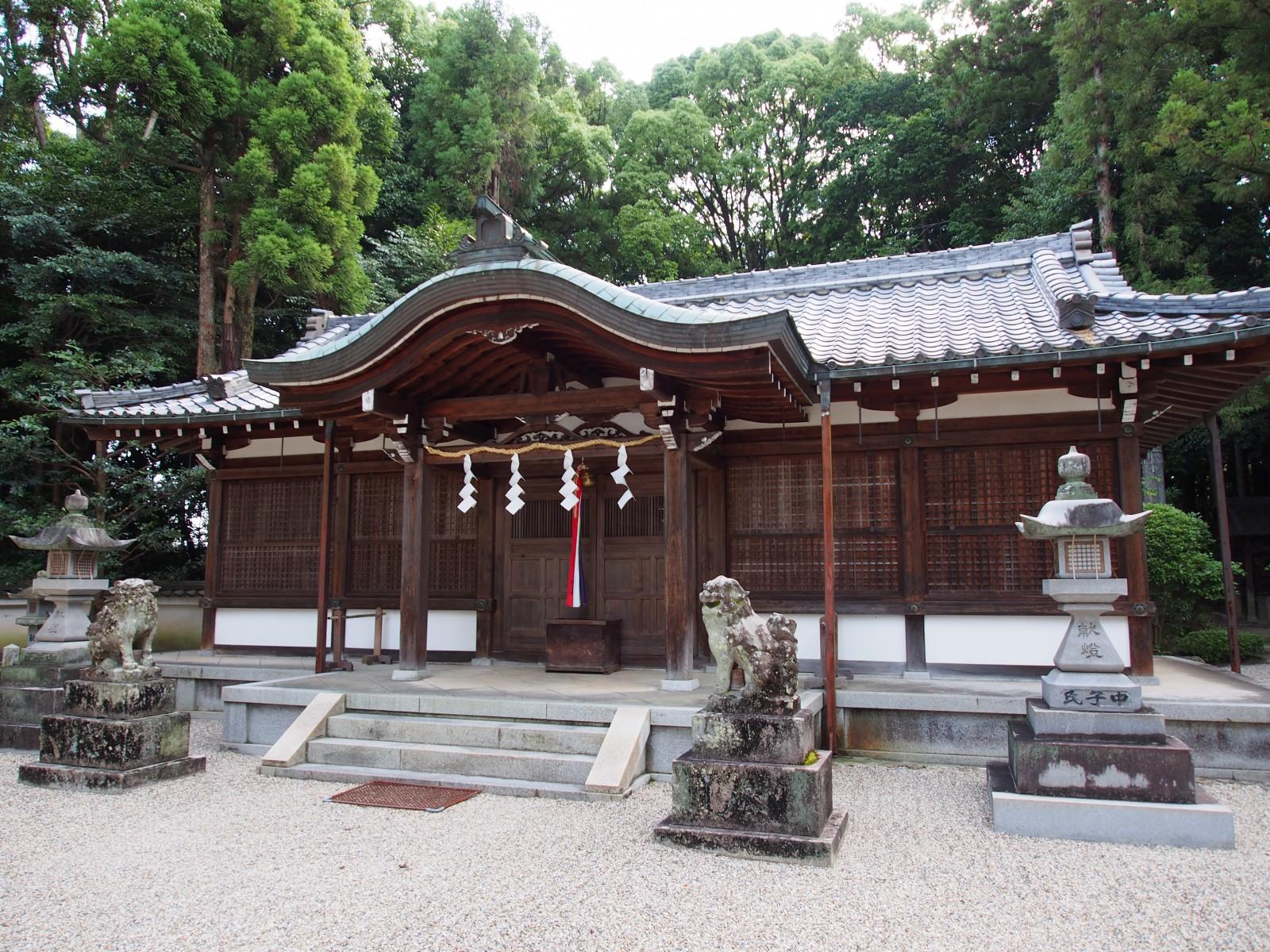八所御霊神社の拝殿