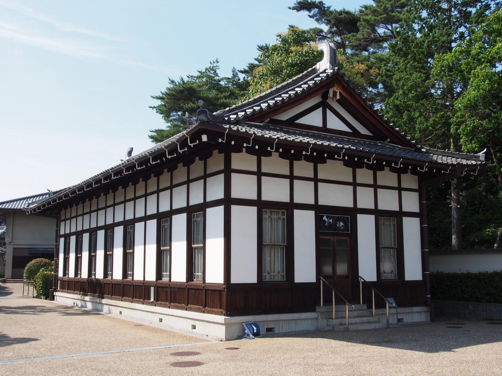 辰野金吾の設計による「文華ホール」(旧奈良ホテルラウンジ)