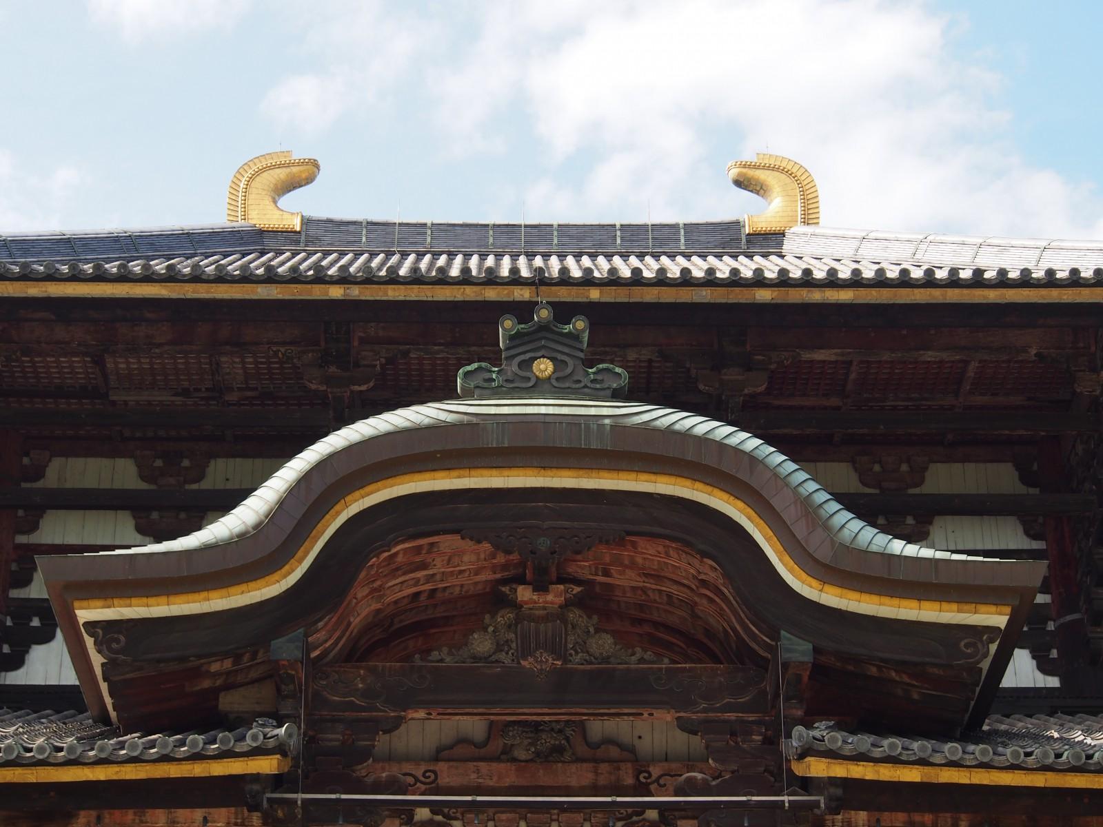 東大寺大仏殿の鴟尾・唐破風